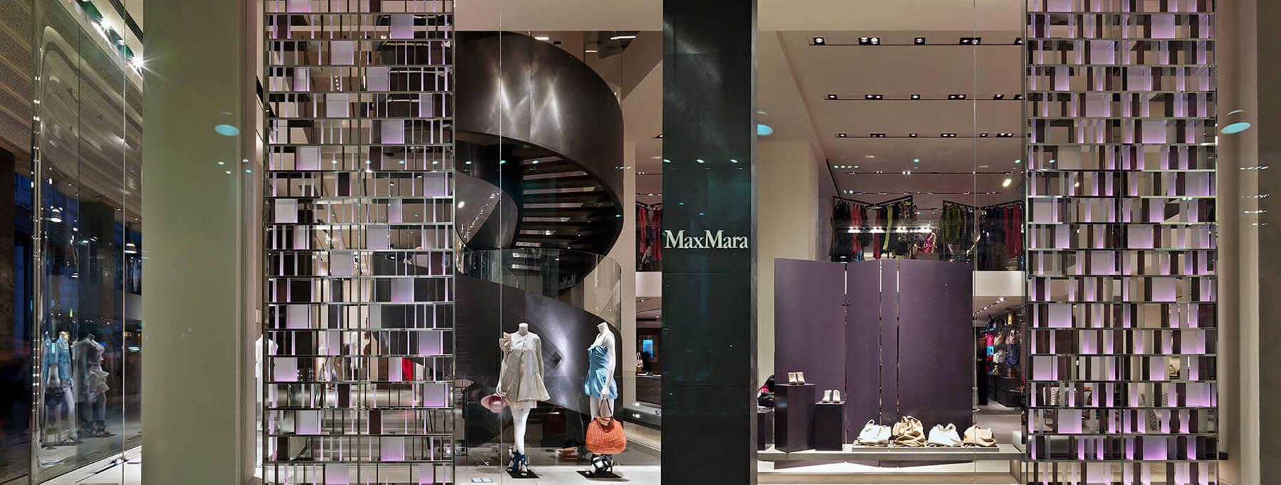 vetrina in cristallo per brand, vetrina negozio abbigliamento