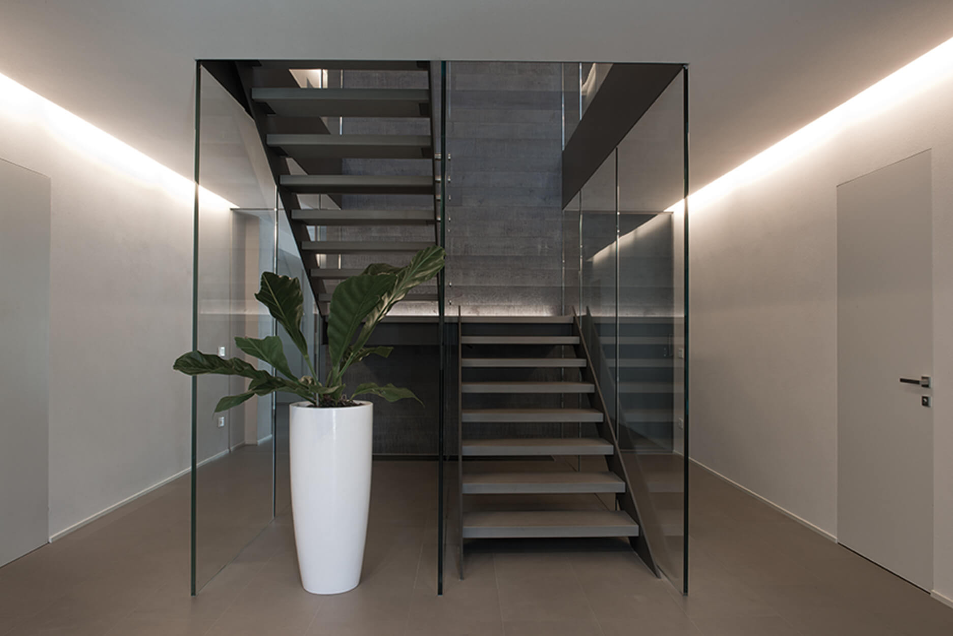 pareti interne in vetro, pareti interne in cristallo, parapetto per scala in vetro, parapetto per scala in cristallo