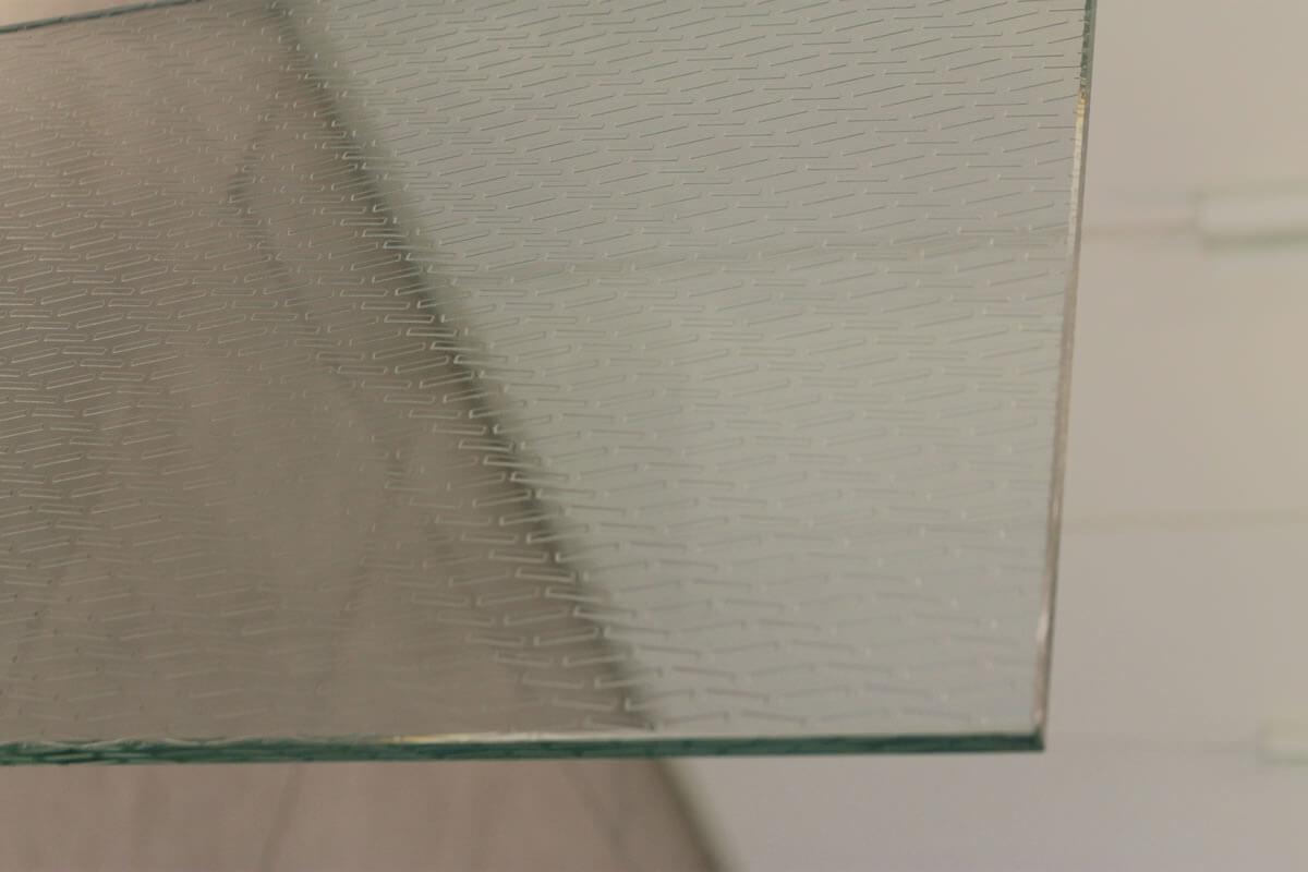 vetro extra chiaro lavorazioni vetro filo lucido, filo toro, bisellatura, incisione, decorazione, fresatura, foratura, becco di civetta, saldatura, vetrocamera, stratificabile, temperabile, stratificato temperato, verniciatura