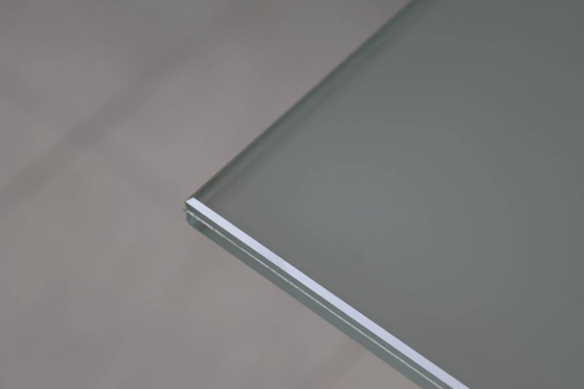 vetro extra chiaro con PVB satinato filo lucido filo toro bisellatura fresatura foratura becco di civetta stratificabile verniciatura